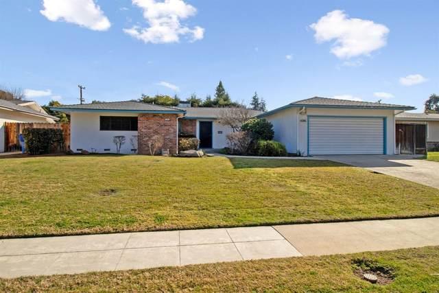 4746 N Ila Avenue, Fresno, CA 93705 (#537569) :: Twiss Realty