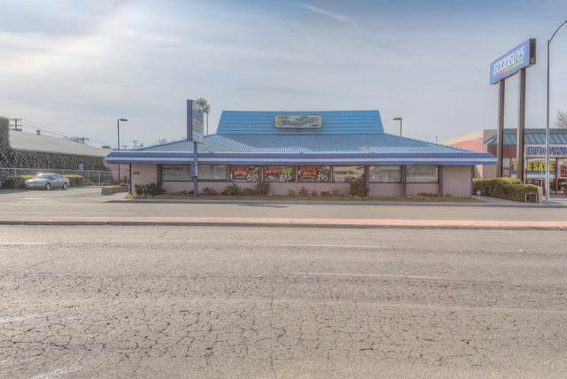 3851 N Blackstone Avenue, Fresno, CA 93726 (#537676) :: FresYes Realty