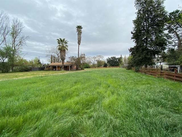4436 N Arthur Avenue, Fresno, CA 93705 (#539513) :: FresYes Realty