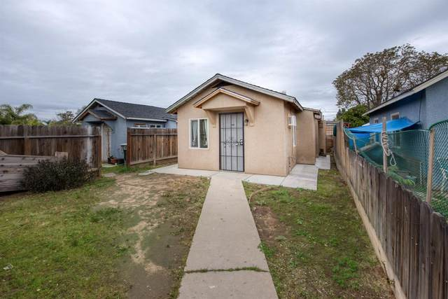 2443 S 10th Street, Fresno, CA 93725 (#539588) :: Your Fresno Realty | RE/MAX Gold