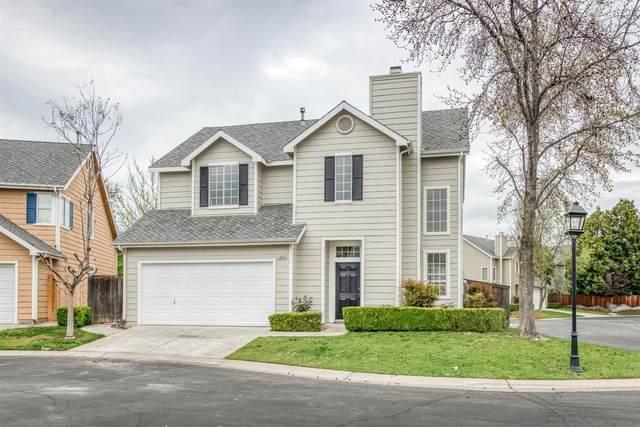 1003 E Monticello Circle, Fresno, CA 93720 (#539651) :: FresYes Realty