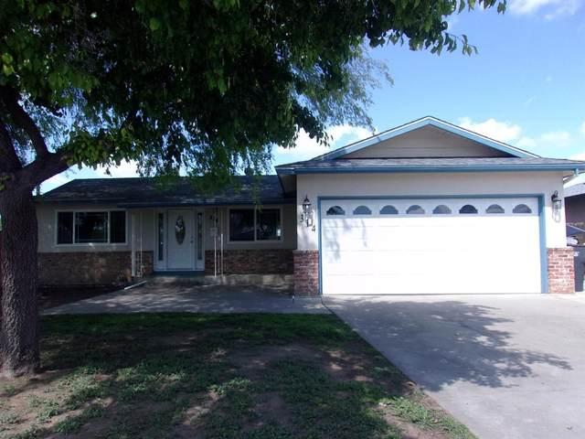 314 E Deodar Lane, Lemoore, CA 93245 (#539712) :: FresYes Realty
