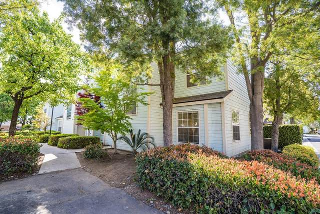 153 W Pilgrim Lane, Clovis, CA 93612 (#539718) :: FresYes Realty