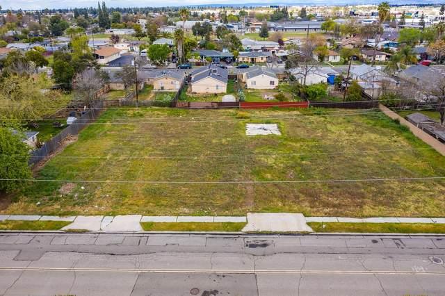 112 W Herndon Avenue, Fresno, CA 93650 (#539918) :: FresYes Realty