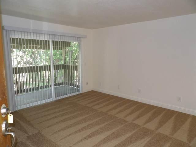 2909 Huntington #241, Fresno, CA 93721 (#540530) :: FresYes Realty