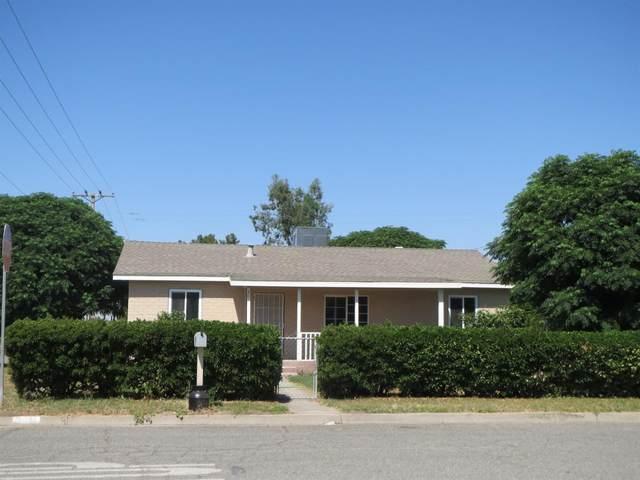 301 N California Street, Tulare, CA 93274 (#544109) :: Dehlan Group