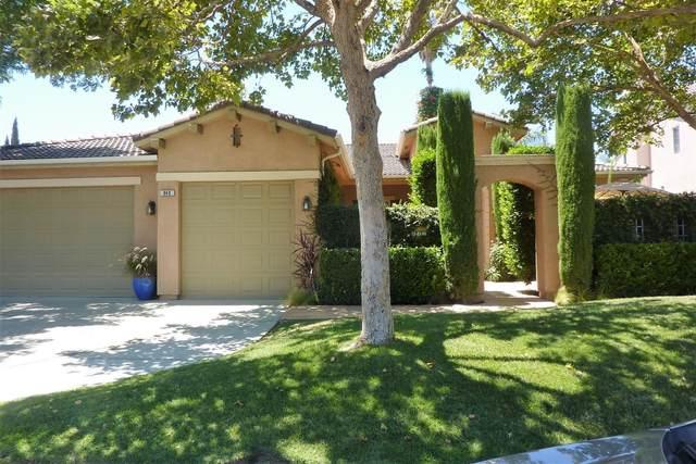 840 N Orangewood Avenue, Clovis, CA 93611 (#544214) :: Dehlan Group