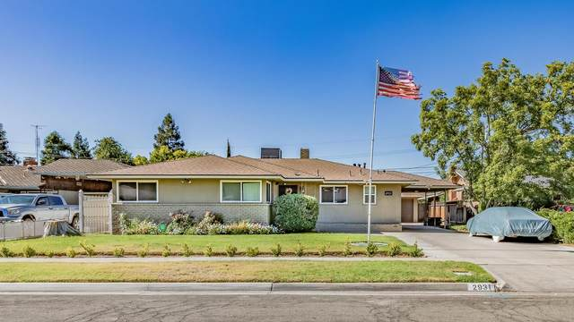 2931 E Garland Avenue, Fresno, CA 93726 (#544411) :: Dehlan Group