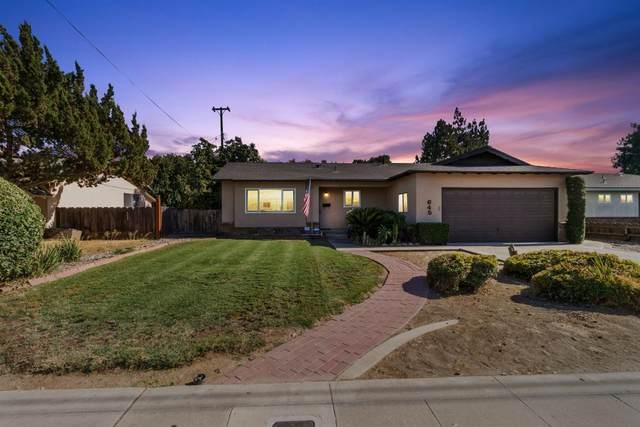 645 W Paradise Avenue, Visalia, CA 93277 (#546160) :: FresYes Realty