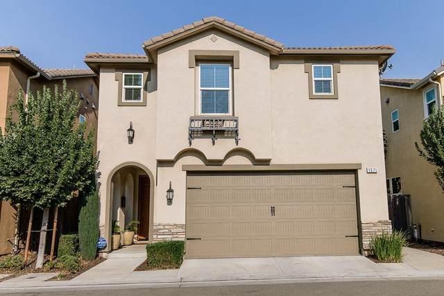 1571 N Strada Way, Clovis, CA 93619 (#546947) :: Realty Concepts