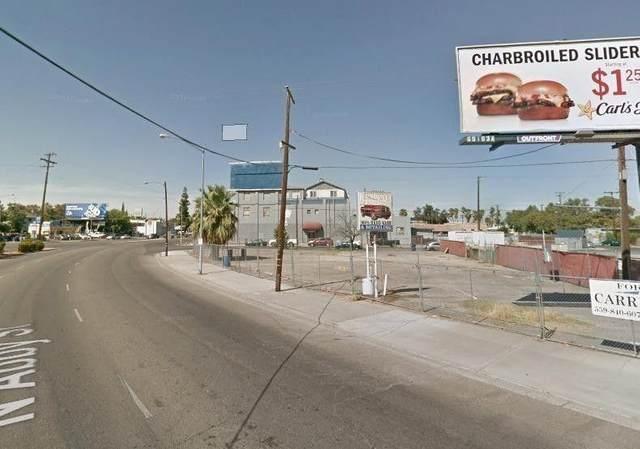 1270 N Abby Street, Fresno, CA 93703 (#547806) :: FresYes Realty