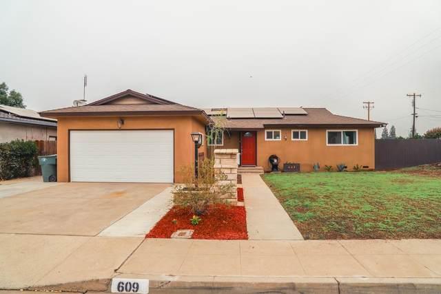 609 W Donner Avenue, Clovis, CA 93612 (#548101) :: FresYes Realty