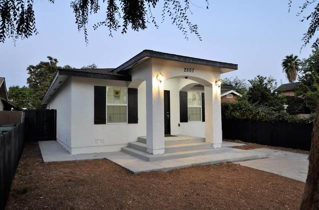 2507 S 10Th Street, Fresno, CA 93725 (#548375) :: Raymer Realty Group