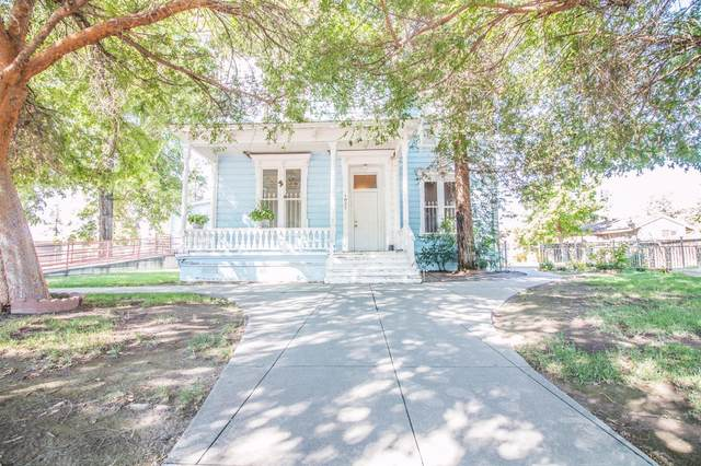 1927 Young Street, Selma, CA 93662 (#548560) :: Raymer Realty Group