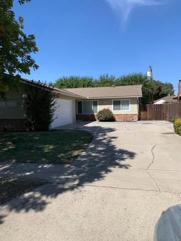 4765 E Holland Avenue, Fresno, CA 93726 (#548686) :: Raymer Realty Group