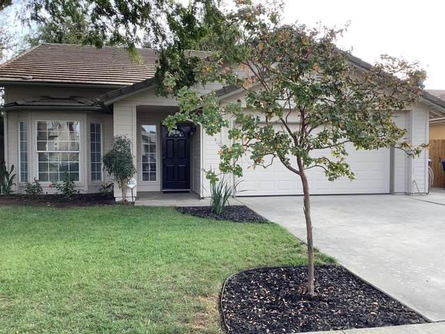 152 Meadow Lane, Kingsburg, CA 93631 (#549385) :: Dehlan Group