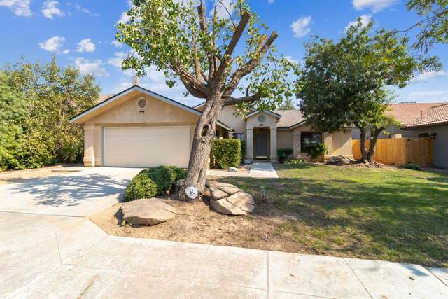 9244 N Whitney Avenue, Fresno, CA 93720 (#549759) :: Raymer Realty Group
