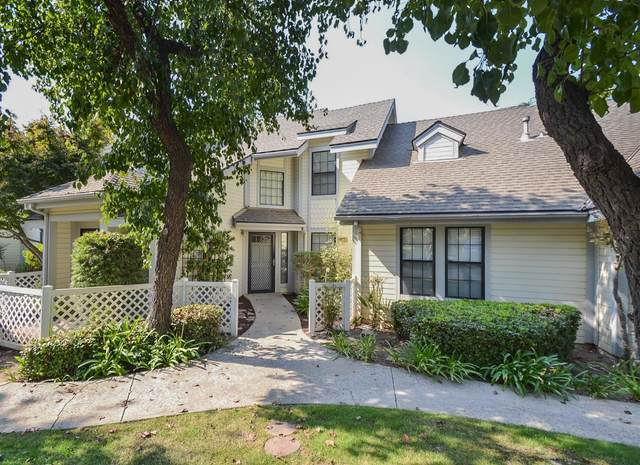 975 E Foxhill Drive, Fresno, CA 93720 (#549807) :: Your Fresno Realty | RE/MAX Gold