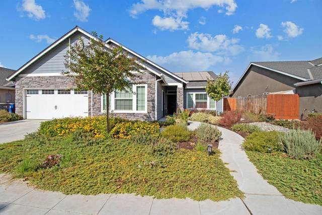 6674 E Lansing Way, Fresno, CA 93727 (#549945) :: Raymer Realty Group