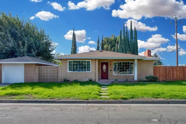 305 W Dakota Avenue, Fresno, CA 93705 (#550120) :: Dehlan Group