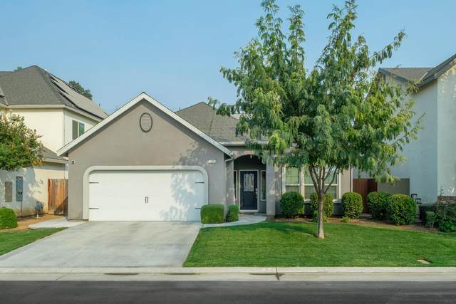 7386 N Lacey Drive, Fresno, CA 93722 (#550154) :: FresYes Realty