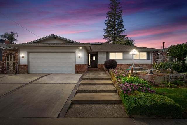 2215 N Laureen Avenue, Fresno, CA 93703 (#551474) :: FresYes Realty