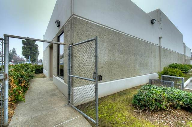 1817 N Helm Avenue, Fresno, CA 93727 (#553160) :: Your Fresno Realty | RE/MAX Gold