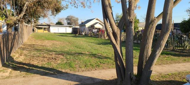 2681 S 11th Street, Fresno, CA 93725 (#553611) :: Your Fresno Realty | RE/MAX Gold