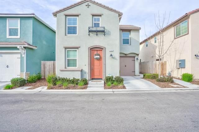3761 Friendship Lane, Clovis, CA 93619 (#555475) :: Raymer Realty Group