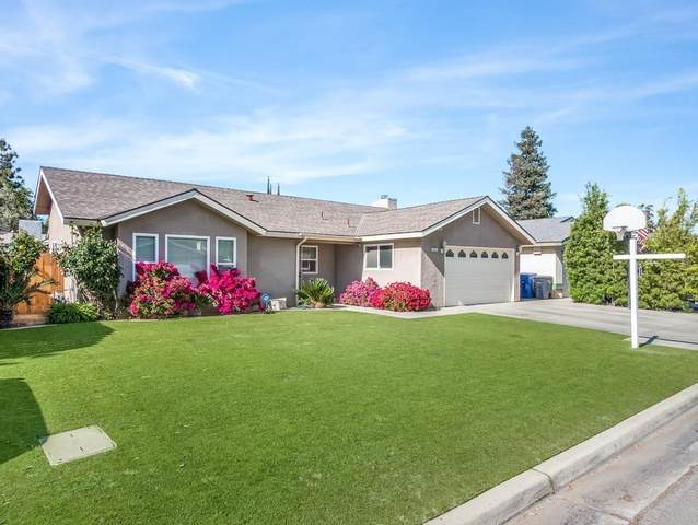 4562 W Terrace Avenue, Fresno, CA 93722 (#558821) :: Raymer Realty Group