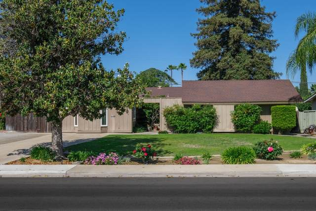 1425 Greenwood Avenue, Sanger, CA 93657 (#558861) :: Raymer Realty Group