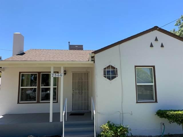 2566 S Holloway Avenue, Fresno, CA 93725 (#561617) :: Raymer Realty Group