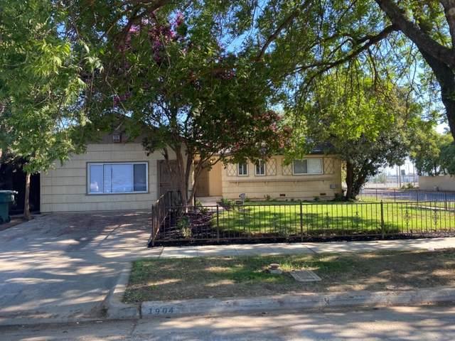 1904 E Santa Ana Avenue, Fresno, CA 93726 (#564038) :: Raymer Realty Group