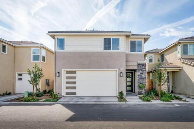 3772 Longford Way, Clovis, CA 93619 (#568429) :: Raymer Realty Group