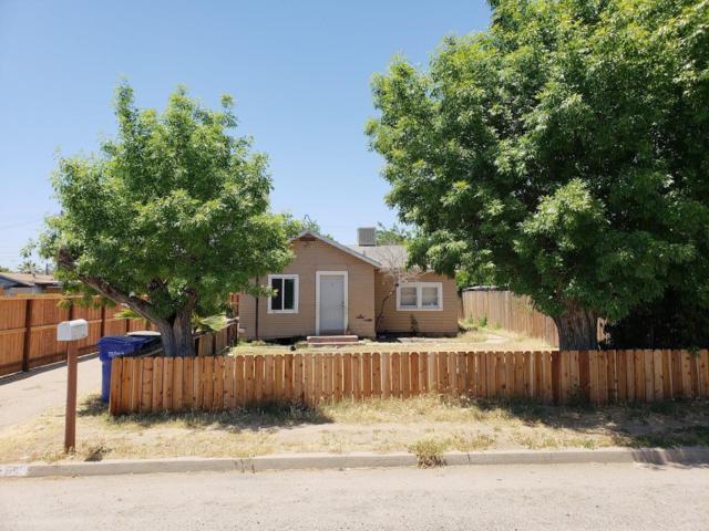 215 8th Street, Orange Cove, CA 93646 (#495162) :: FresYes Realty