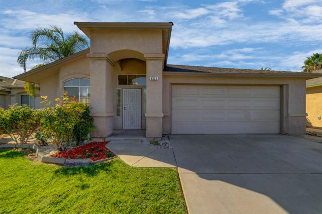 5521 W Oswego Avenue, Fresno, CA 93722 (#510749) :: Soledad Hernandez Group