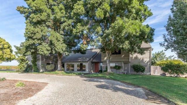 18950 W Shields Avenue, Kerman, CA 93630 (#511497) :: Soledad Hernandez Group