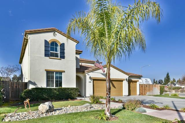 6765 E E Sussex Way, Fresno, CA 93727 (#553400) :: Raymer Realty Group
