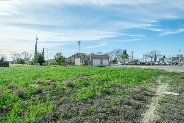 111 W Merced Street, Fowler, CA 93625 (#554900) :: Raymer Realty Group