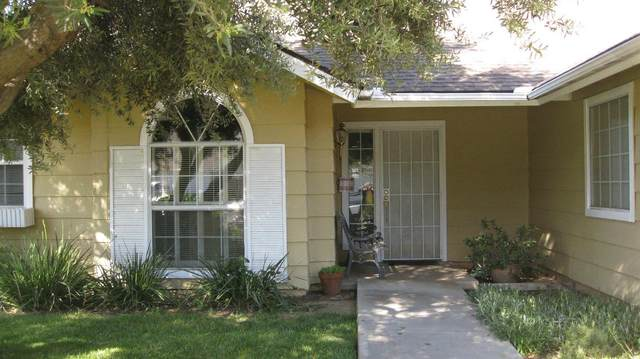 8049 N Sherman Avenue, Fresno, CA 93720 (#556478) :: Raymer Realty Group