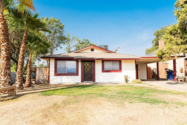 327 West Avenue, Sanger, CA 93657 (#567567) :: Raymer Realty Group