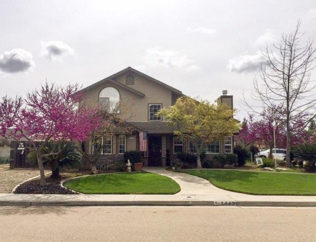 1443 W Pelican Circle, Reedley, CA 93654 (#498989) :: FresYes Realty
