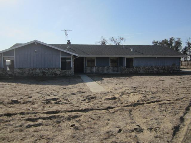 2733 W Conejo Avenue, Caruthers, CA 93609 (#498135) :: FresYes Realty