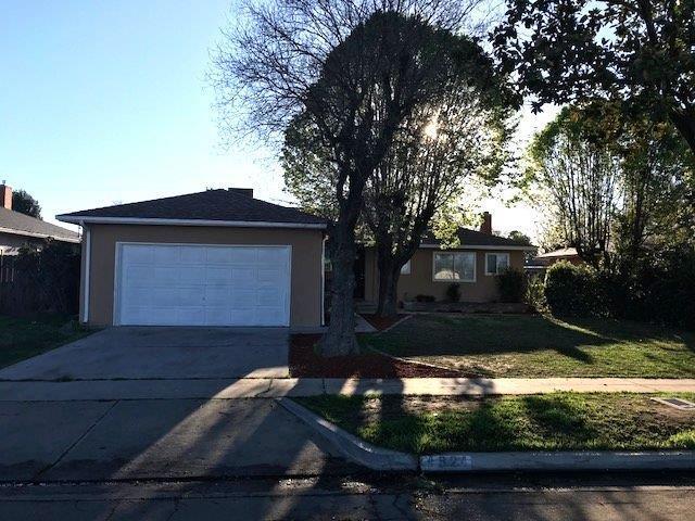 4824 N 4Th Street, Fresno, CA 93726 (#498966) :: FresYes Realty