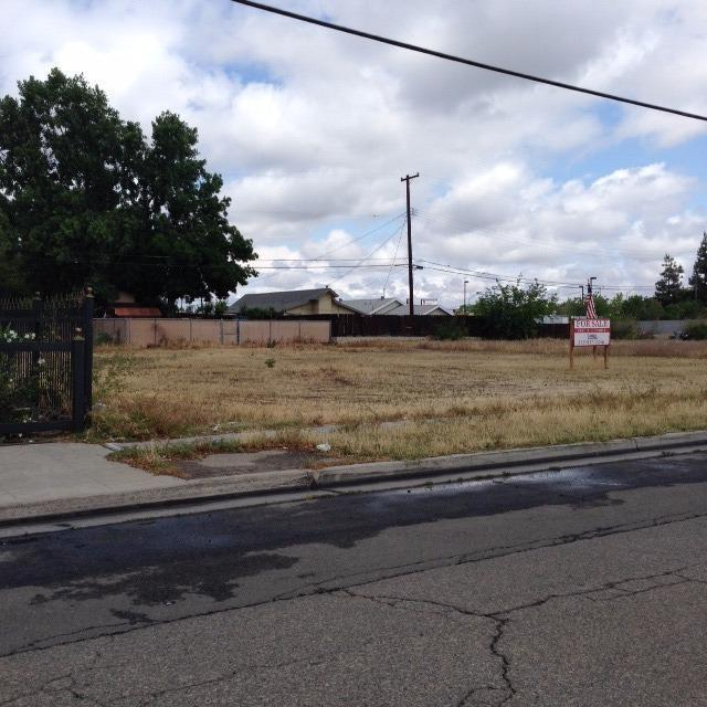 82 W Herndon Avenue, Pinedale, CA 93650 (#505739) :: FresYes Realty