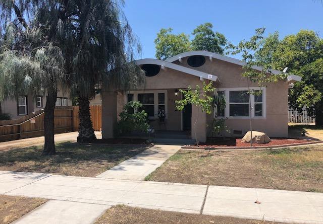 1237 N Calaveras Street, Fresno, CA 93728 (#506441) :: FresYes Realty