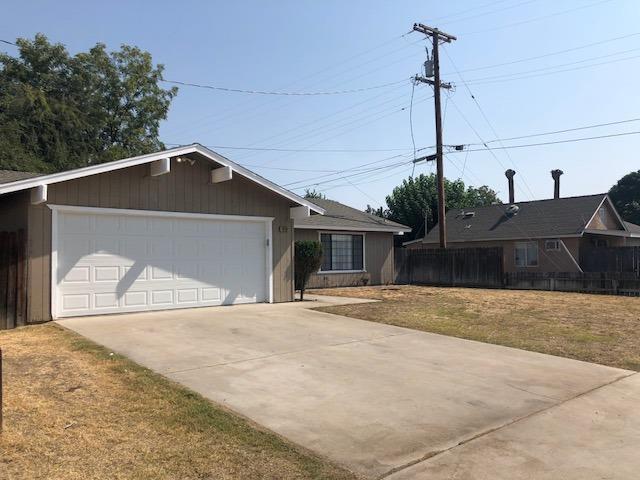 1916 Magnolia Avenue, Sanger, CA 93657 (#508352) :: Soledad Hernandez Group