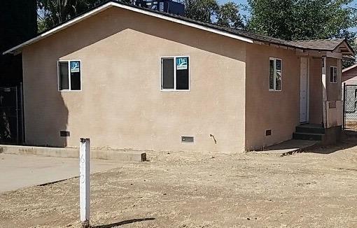 631 2Nd Street, Orange Cove, CA 93646 (#509250) :: Soledad Hernandez Group