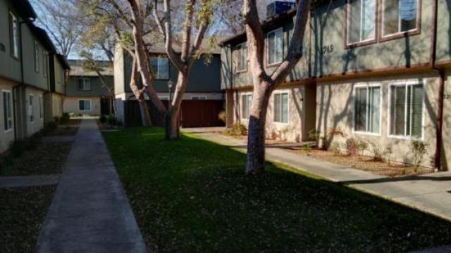 4875 E Mckinley Avenue #137, Fresno, CA 93703 (#509831) :: Soledad Hernandez Group