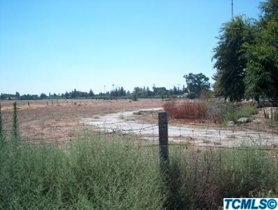 717 N Mooney Boulevard, Tulare, CA 93274 (#510248) :: Soledad Hernandez Group